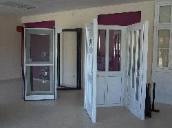 Bemutatóterem, nyílászáró, ajtó, ablak